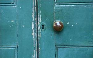 old door by Simeon Hughes free phtot 2843